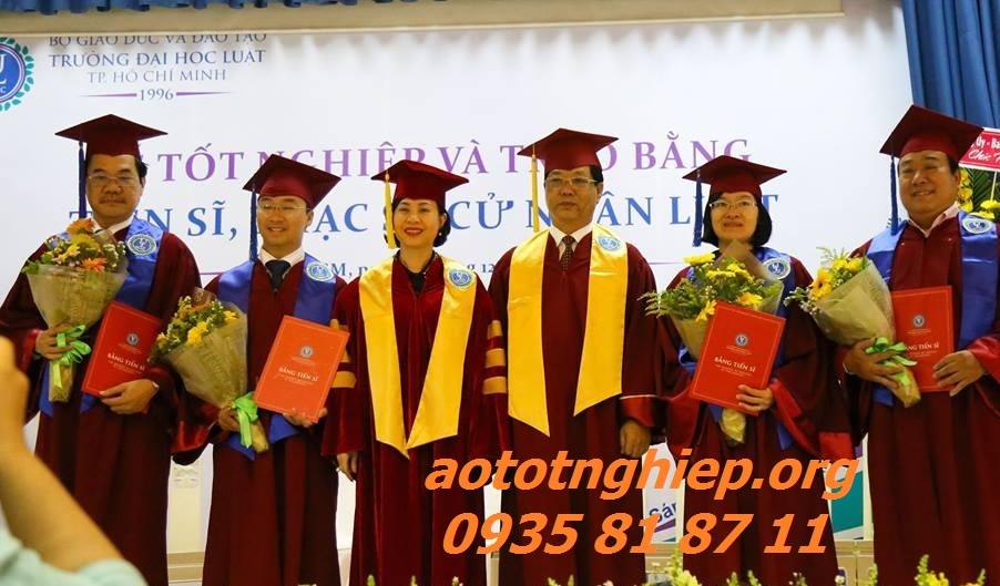 Aó tốt nghiệp
